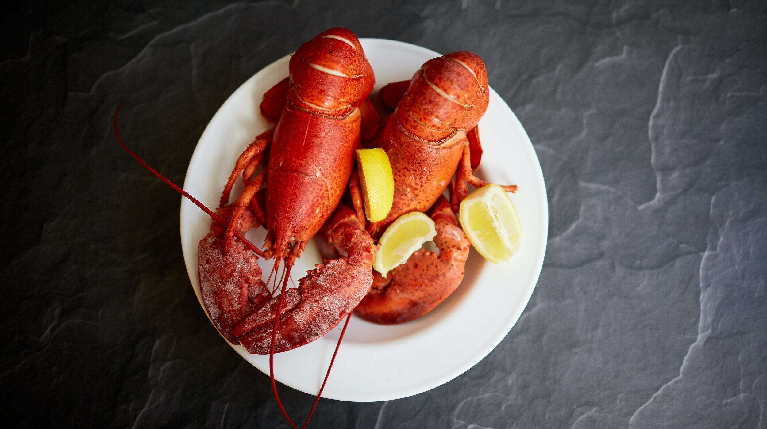 lobsters with lemons